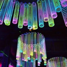 Rainbow Glow-in-the-Dark Magic Springs - Halloween deko ideen - Party Glow In Dark Party, Black Light Party Ideas, Glow Stick Party, Decoration Vitrine, 13th Birthday Parties, Dance Party Birthday, Dance Party For Kids, Kids Party Bags, 13th Birthday Party Ideas For Teens