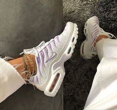 Tn Nike, Nike Air Max Tn, Nike Air Max Plus, Dr Shoes, Hype Shoes, Shoes Sneakers, Black Sneakers, Gucci Shoes, Souliers Nike
