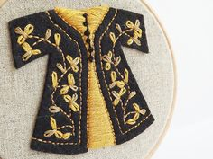 Embroidery Hoop Art - Black and Yellow Entwining Leaves Caftan Wall Hanging - Wall Art - 4 inch. Wooden Embroidery Hoops, Embroidery Hoop Art, Embroidery Stitches, Beaded Ornaments, Felt Dolls, Hanging Wall Art, Organza Bags, Black N Yellow, Fiber Art