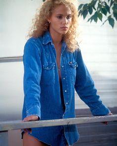Elizabeth Berkley, Showgirls promo shoot 1995 🦋 Elizabeth Berkley Showgirls, Photo Finder, Michelle Trachtenberg, Feminine Energy, Hot Blondes, Classic Beauty, Classic Hollywood, Country Girls, Celebs