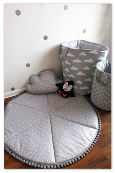 Round play mat with little stars pattern, perfect for a boy and girl. Round play mat with little stars pattern, perfect for a boy and girl. Round play mat with little Baby Bedroom, Baby Boy Rooms, Baby Room Decor, Nursery Decor, Decor Pad, Baby Sewing, Fashion Kids, Kids Rugs, Decoration