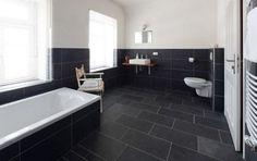 Jeder Haus- oder Wohnungsbesitzer wird es einmal treffen, die Renovierung des Bades. Viele glauben es nicht, aber das Bad ist der Raum, der am meisten benutzt wird. Das hinterlässt natürlich Spuren und die Ausstattung wird mit der Zeit unansehnlich.