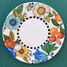 Resultado de imagen para platos de sitio en fibrofacil Ceramic Cafe, Ceramic Plates, Ceramic Pottery, Pottery Art, Pottery Painting, Ceramic Painting, Painting On Wood, Pebeo Paint, China Painting