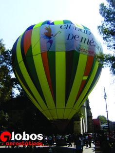Con un Globo con BANNER - Imprimimos su marca y mensaje en banners y los unimos a la tela del globo.  Un banner mide en general  4 metros de altura por 13 metros de largo, o sea 56m2 de superficie publicitaria. Es la forma más económica de anunciarse, ideal para una campaña publicitaria específica y puntual. Se colocan hasta 3 banners en un globo. ana@globosaerostaticosmexico.com D.F. Tel: 41485547 Móvil: 5531320665