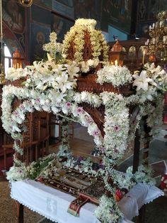 ΕΠΙΤΑΦΙΟΣ ΠΕΔΙΝΉ ΙΩΑΝΝΊΝΩΝ 2019 Orthodox Easter, Flower Arrangements, Religion, Christmas Tree, Traditional, Holiday Decor, Flowers, Character, Home Decor