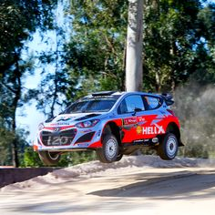 2015 WRC 포르투갈 랠리!물살을 가르고 거친 바위를 헤치며 거침없이 달린다!Neuville, Thierry Portugal Rally Hyundai i20 WRC Action Race roughly across the rock and water current!