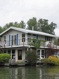 The Willamette River Barges And Boat Houses Urban Fringe Living Houseboat Floating In