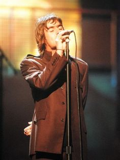 Gallagher of Oasis at the MTV Video Music Awards Show, c. 1996 © Jeff Kravitz/FilmMagicLiam Gallagher of Oasis at the MTV Video Music Awards Show, c. Gene Gallagher, Lennon Gallagher, Liam Gallagher Oasis, Oasis Band, Liam And Noel, Mtv Videos, Britpop, Mtv Video Music Award, Rockn Roll