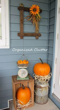 Organized Clutter: A Rustic and Vintage Fall Covered Patio Halloween Fall Vignettes, Vintage Vignettes, Vintage Fall Decor, Vintage Porch, Rustic Fall Decor, Thanksgiving Decorations, Halloween Decorations, House Decorations, Thanksgiving Ideas