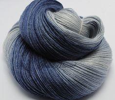 """Ombre yarn, BFL S.Wash / Silk Yarn, 16/4 NM ,""""Blueberry"""""""
