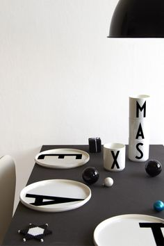 Christmas Decoration Ideas in black and white - decor inspiration with a collection of images that will give you so many ideas for the festive season! Cozy Christmas, Christmas Design, White Christmas, Christmas Wishes, Christmas Time, Arne Jacobsen, Black Decor, White Decor, Lettering Design