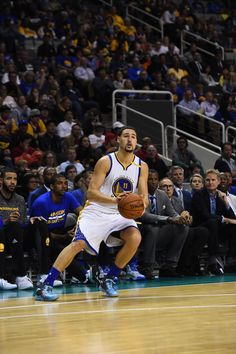 Warriors Slip Past Kings in San Jose, Oct 06, 2016 - Two days after winning a game in which they held a lead as large as 53 points, the Warriors had a tough go on Thursday, but pulled out a 105-96 victory over the Sacramento Kings in a preseason game in San Jose. Kevin Durant led all scorers with 25 points in 26 minutes of action. The win is Golden State's second in a row, and improves their preseason record to 2-1.