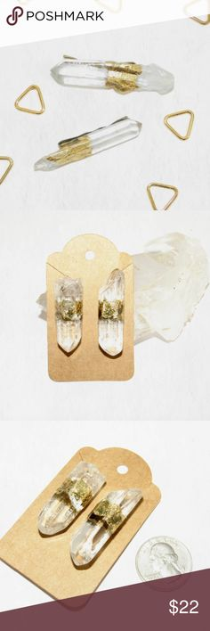 Gold Leaf Bridal Quartz Crystal Hair Pins A truly unique piece to add some magical flare to your everyday look!  This listing is for (2) handmade Clear Quartz crystal with gold leaf in the center hair pins. Each piece is handmade with natural crystals so please allow for different variations in cut, size, shape and color. This is what truly makes each set unique and unlike any other. Color of pin: golden tone  Pins: slightly over an inch (mini size) Crystals vary, and are approximately: 1.5…