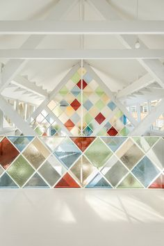 Modern stained glass under the shelter of a church transformed into a contemporary coworking space in London! Modern Stained Glass, Stained Glass Church, Coworking Space, Open Concept Office, Church Conversions, Garage Remodel, Co Working, Sustainable Architecture, Home Studio