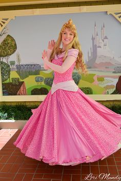 Princess Aurora, Princess Peach, Princess Academy, Disney World Characters, Princess Photo, Disney Halloween Costumes, Disney Dresses, Disney Pictures, Disney Girls