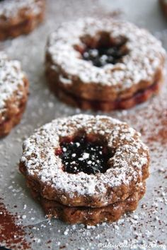 Linzer Plätzchen - Life Is Full Of Goodies Linzer Cookies Más Italian Cookie Recipes, Gluten Free Cookie Recipes, Chocolate Cookie Recipes, Italian Cookies, Baking Recipes, Linzer Cookies, Xmas Cookies, Cake Cookies, Sandwich Cookies