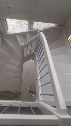 Einbau Treppe #KfWEffizienz40Plus #NeubauMusterhaus #OKALHausinLeipzig #Leipzig #Stromspeicher #Photovoltaik #Musterhaus #OKAL #KfW #Haus #bauen #nachhaltig