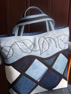 Denim Tote Bags, Denim Handbags, Jean Purses, Purses And Bags, Patchwork Bags, Quilted Bag, Denim Crafts, Bolsas Jeans, Denim Ideas