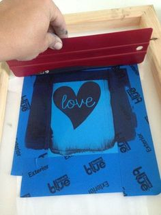 How to Screen Print Using Vinyl: Silhouette Tutorial ~ Silhouette School Silhouette Curio, Silhouette Cutter, Silhouette Vinyl, Silhouette Machine, Print And Cut Silhouette, Silhouette Projects, Silhouette School Blog, Vinyl Crafts, Vinyl Projects