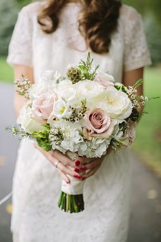 chic white bouquet | Brooke Courtney Photography | Glamour & Grace
