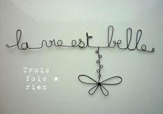 """Déco murale fil de fer """"La vie est belle""""                                                                                                                                                                                 Plus"""