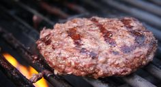 5 tips for grilling the perfect burger! Grilling Recipes, Meat Recipes, Weber Q Recipes, Buffalo Burgers, Delicious Burgers, Paleo Life, Primal Recipes, Good Burger, Paleo Whole 30