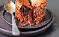 Le chef étoilé Cyril Lignac vous propose de préparer un mi-cuit au chocolat grâce à une recette rapide et facile. Un dessert vraiment gourmand.
