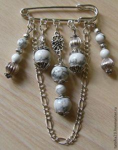 Handmade brooches. Fair Masters - handmade brooch-pin winter morning. Handmade. Jewelry Design Earrings, Bead Jewellery, Beaded Jewelry, Jewelery, Safety Pin Bracelet, Safety Pin Jewelry, Beaded Brooch, Brooch Pin, Safety Pin Crafts