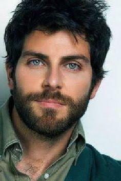 An eye drop for all women. Um colírio para todas as mulheres. Medium Beard Styles, Hair And Beard Styles, Handsome Bearded Men, Handsome Faces, Hairy Hunks, Hairy Men, Face Men, Male Face, Beautiful Men Faces