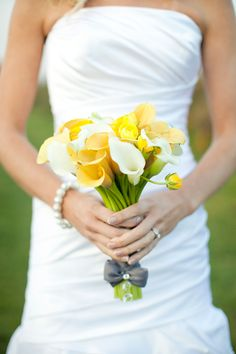 Yellow and white calla lily wedding bouquet, photo by Harrison Studio