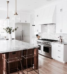 I LOVE this white marble kitchen with gold and wood so and - kitchen design ideas - kitchen with marble countertops - big kitchen - interior design ideas - kitchen design ideas - home design ideas - Kitchen Interior, Kitchen Inspirations, Interior, Home, Kitchen Remodel, Kitchen Decor, New Kitchen, House Interior, Home Kitchens
