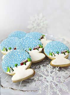 © Snow Globe Cookies http://www.flickr.com/photos/powderedsugarcheetah/8244766823/in/photostream