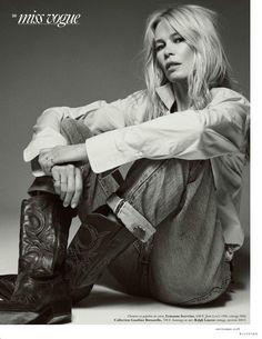 Claudia Schiffer Sports Casual Denim for Vogue Paris Claudia Schiffer, Fashion Shoot, Fashion Week, Daily Fashion, Fashion Trends, Fashion 2018, Fashion Ideas, Vogue Paris, Jeans West