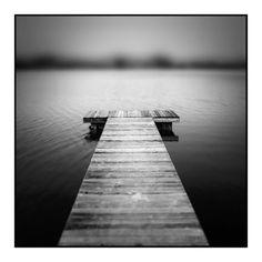 Bord de mer en noir et blanc.