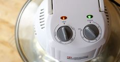 Quanto tempo leva para assar lasanha em um forno elétrico?. Fornos elétricos cozinham os alimentos mais rápido, pois o ar quente circula ativamente ao redor da assadeira. Em vez de queimar o fundo de uma lasanha, como é comum em fornos convencionais, os forno elétricos aquecem de maneira mais uniforme. Todas as receitas feitas para o forno convencional precisam de alguns ajustes para serem preparadas em um ...