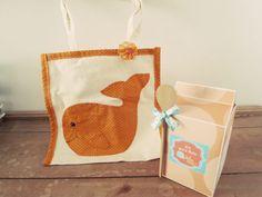 Lembrancinha kit de bolo e ecobag - tema baleia! :)