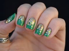 Nail art: green base with gold glitter - clockwork by sonoma on etsy Glitter Toes, Glitter Nail Art, Gold Glitter, Gold Gradient, Holiday Nails, Christmas Nails, Cute Nails, Pretty Nails, Hair And Nails