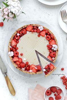 Raspberry white chocolate tart (vegan, raw, gluten-free & refined sugar-free) | nm_meiyee