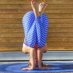 Another awesome photo from @karlatafra in her #inyopolkadotties !!! We are running low on the dotties  time for a restock!  #inyowear #polkadots #yoga #yogaeverydamnday #yogalove #headstand #shopifypicks #madeinusa