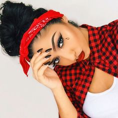Are You Searching How To Do Chola Makeup? Read this Chola Makeup Tutorial : I Have Added An Easy Step by Step Tutorial with Pictures. Fete Halloween, Halloween Looks, Halloween Costumes For Girls, Girl Costumes, Halloween Makeup, Estilo Gangster, Estilo Cholo, Cholo Costume, Chica Chola