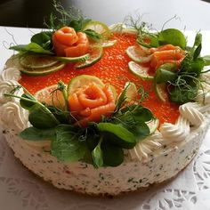 Chorizo cake fast and delicious - Clean Eating Snacks Sandwich Torte, Salad Cake, Shortbread Recipes, Food Garnishes, Tea Sandwiches, Food Decoration, Food Platters, Snacks, Appetisers
