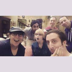 Almost the whole gang. All of us besties: and Simon helberg by missmayim Big Bang Theory, Simon Helberg, Melissa Rauch, Mayim Bialik, Jim Parsons, Steven Universe, Bigbang, Besties, Tv Series