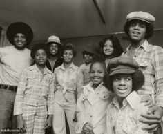 kokofavorite: The Jacksons 1975 Jackson 5, Paris Jackson, Jackson Family, We Are Family, Family Love, Family Photo, Familia Jackson, Photos Of Michael Jackson, Gary Indiana