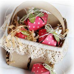 Chocolate Covered Strawberries Paper Centerpiece | AllFreePaperCrafts.com