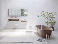 The Shell Bathtub is a delicate walnut tub defined by a high level of comfort and sophistication. http://www.ninamair.at/