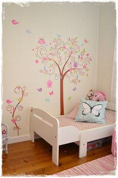 lasten sänky,sisustustarra,puu,tytön huone,lastenhuone