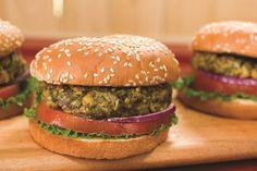 Já comeu um Falafel Burger? É uma delícia e ainda é 100% vegano. Incrível! Veja a receita e experimente já!