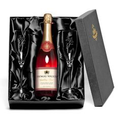 Make someone feel really special with this personalised Sparkling wine & glasses gift set. This luxury bottle of pink fizz is personalised with your message Prosecco Glasses, Champagne Flutes, Pink Champagne, Champagne Gifts, Sparkling Wine Glasses, Flute Glasses, Alcohol Gifts, Wedding Gifts For Bridesmaids, Cartonnage