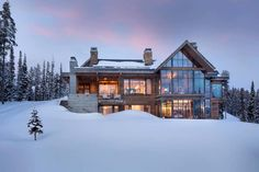 Modern ski home in Montana boasts views of snow-capped mountains - - This fabulous two-story modern ski home was designed by renowned architectural studio Locati Architects, located in Big Sky, Montana. Rustic Houses Exterior, Dream House Exterior, Modern Exterior, Interior Exterior, Mountain Home Exterior, Modern Mountain Home, Mountain House Plans, Mountain Houses, Mountain Living