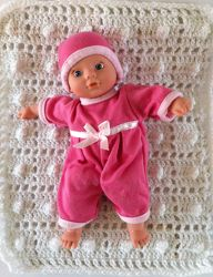 Baby Doll Filet Afghan- This free pattern makes a perfect addition to any doll set without breaking the bank to get it.